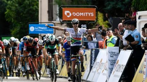 Daryl Impey wins stage one