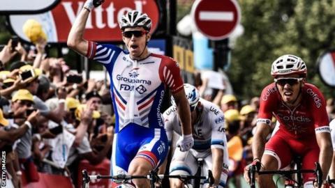 Arnaud Demare wins in Pau