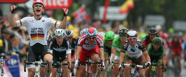 Andre Greipel wins stage six