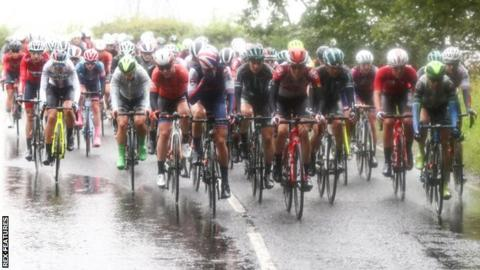 The sodden Women's Tour peloton