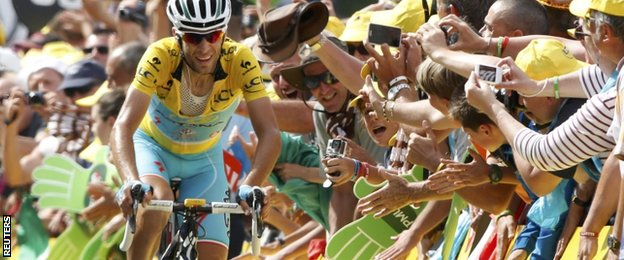Race leader Vinecnzo Nibali reaches the finish on stage 14