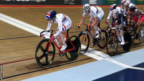 Laura Trott leads the way in an elimination race