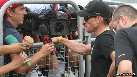 Armstrong questioned by press 2009