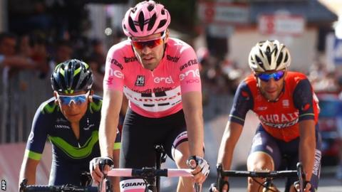 Tom Dumoulin holds off his rivals