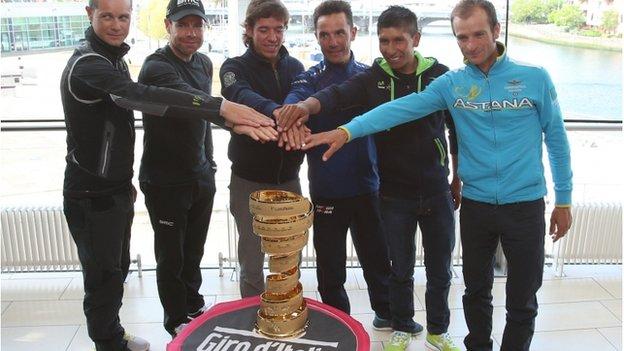 (l-r) Nic Roche, Cadel Evans, Rigoberto Uran, Michele Scarponi, Nairo Quintana and Joaquim Rodriguez with the Giro trophy