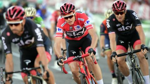 British road racing cyclist Chris Froome (centre)
