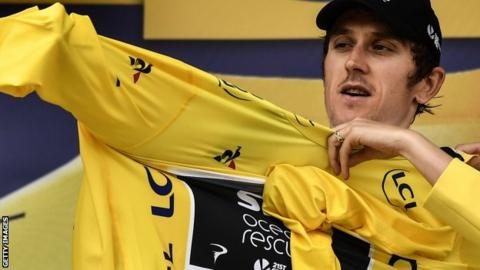 Geraint Thomas puts on the yellow jersey