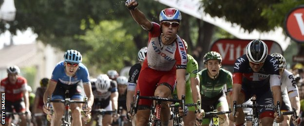 Alexander Kristoff wins ahead of Jack Bauer (left)