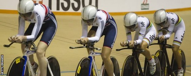 Women's pursuit team