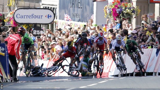 cavendish out of tour after crash johnny on a bikejohnny