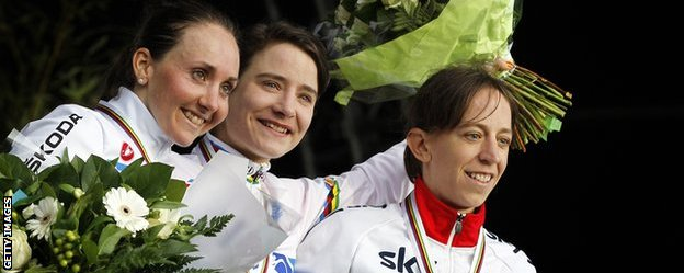 Helen Wyman (right) celebrates her world championship bronze medal with Marianne Vos and Eva Lechner