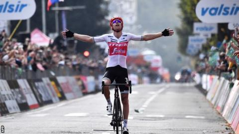 Bauke Mollema wins the Tour of Lombardy trophy