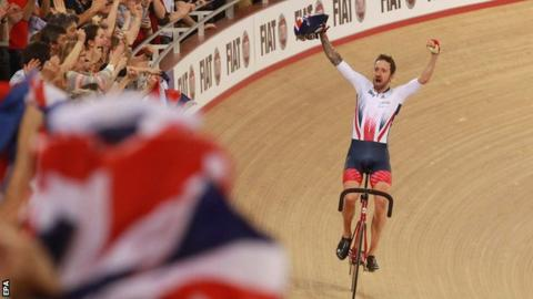 Wiggins teamed up with Mark Cavendish to win madison gold at the 2016 World Championships